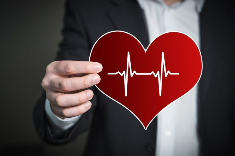 Pressione, colesterolo, alimentazione: come avere un cuore in salute e vivere felici